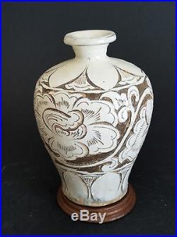 Song Dynasty Ci Zhou Yao Carved White Glazed Vase